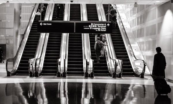 Българи, блокирани на летище в Лондон: Спахме по пода, пейки...