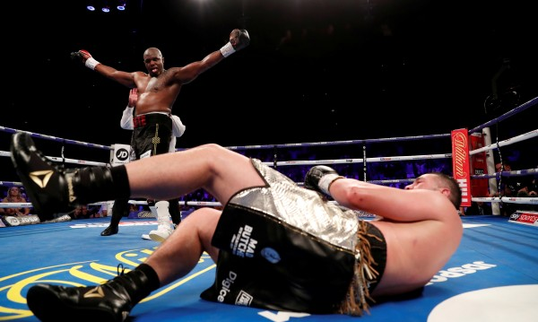 Уайт победи Паркър в боксово зрелище