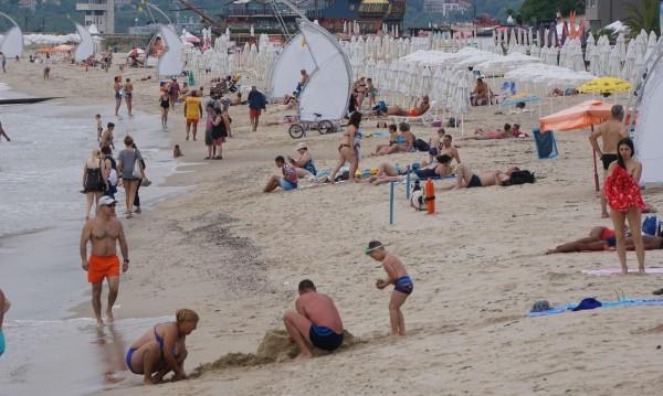 На плажа: Кикот, крясък! Кой може да ни вгорчи почивката?