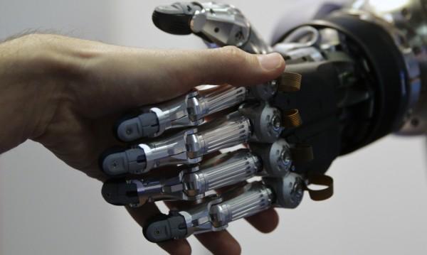 Мултитаскинг! Управляваме трета ръка-робот с мозъка си