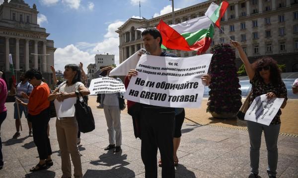 От Брюксел: Истанбулската конвенция си е ваша работа!