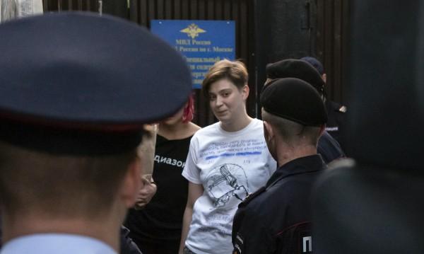 Пънкарите от Пуси Райът: Освободени и пак арестувани!