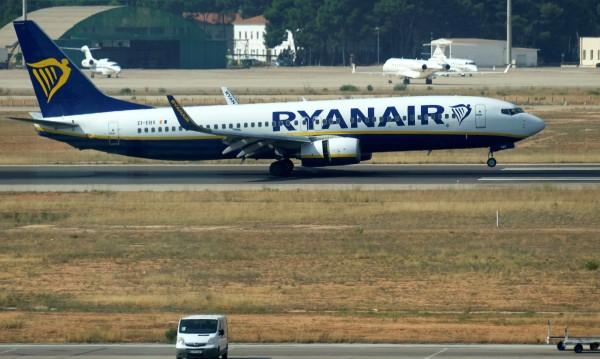 Секунди преди излитане: Телефон се запали в самолет