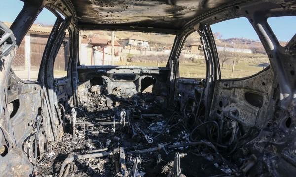 """Мерцедес"" пламна до Калофер, шофьорката – в болница"