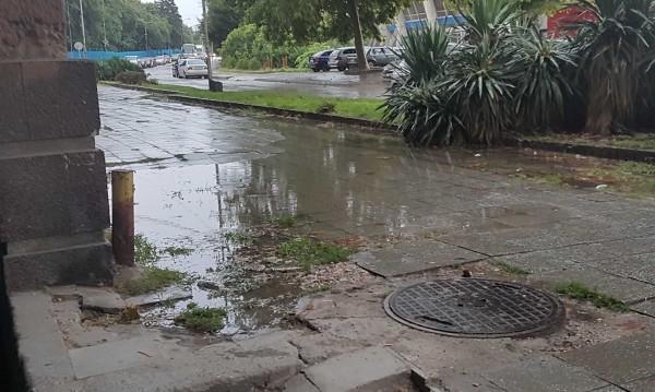 Граждани в Helpbook: Не улица, а алея. Не тротоар, а цяло езеро!