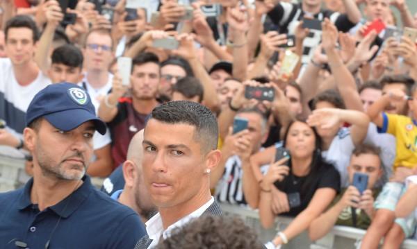 Бисери на седмицата: Тук сме за Кристиано! Къде е Роналдо?