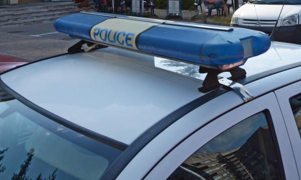 Шофьор се заби с колата си в пекарна и избяга