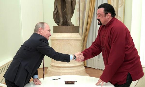 Стивън Сегал стана представител на руското МВнР