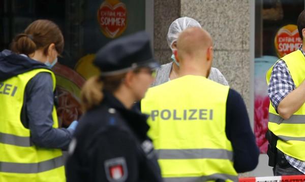 На полицаите в Берлин плащали малко, търсят се чужденци