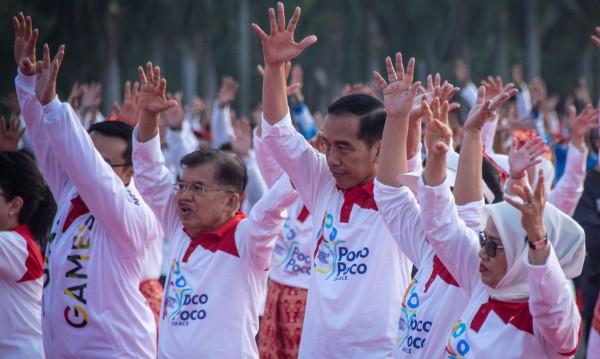 Президент танцува поко-поко на улицата за Гинес