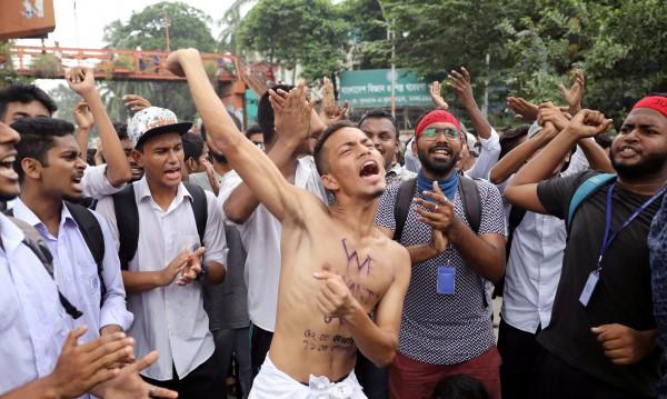 Заради протестите на учениците спряха нета в Бангладеш