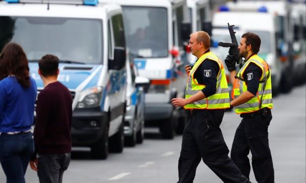 Берлин с недостиг на... полицаи. Внася си от чужбина!