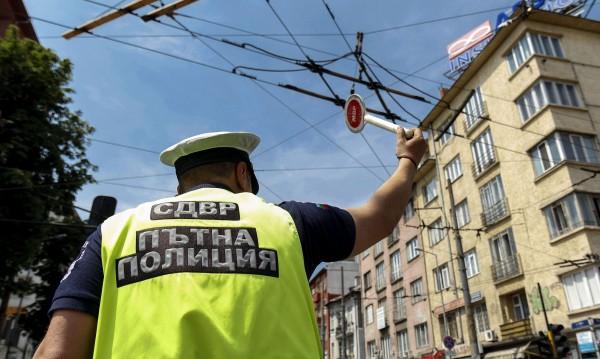 Схема в Бургас: Шофьори без изпит, друг ги взимал!