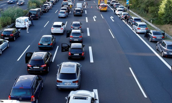 Икономисти с идея: Караш повече в трафик, плащаш по-висок данък!