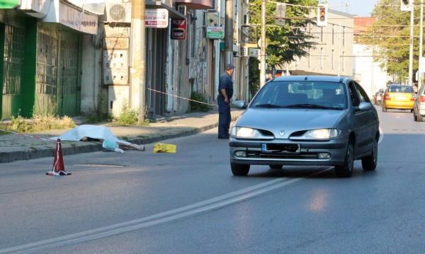 Шокираща гледка: Мъж почина на улицата в Казанлък