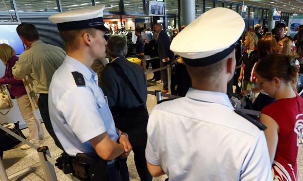 Нарушител на летището във Франкфурт, в ход е спецакция