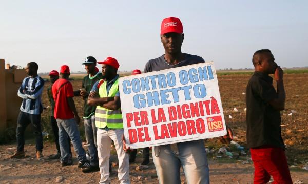 Не сме роби! Стачка на чужди сезонни работници в Италия