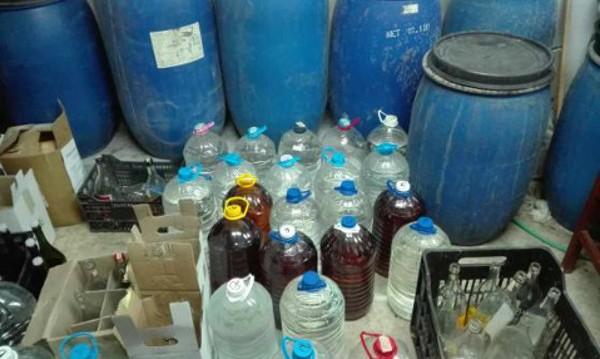Митничари откриха близо тон нелегален алкохол в Несебър
