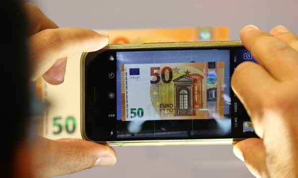 Готвят обществени поръчки за чакалнята за еврото