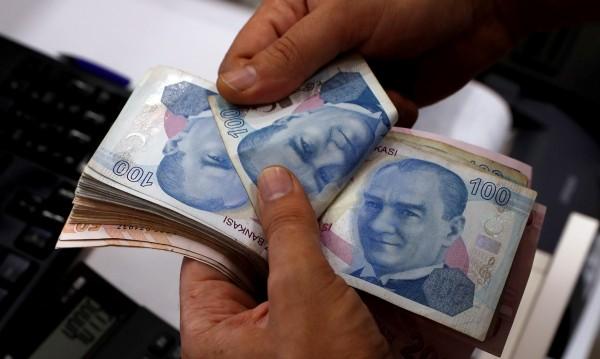 Лирите свършиха, обменните бюра в Истанбул хлопнаха кепенци