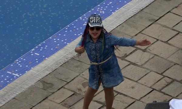 8-годишната Елизабет с първа самостоятелна песен
