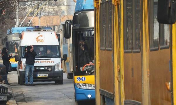 Водач на тролей е починал по време на работа в София