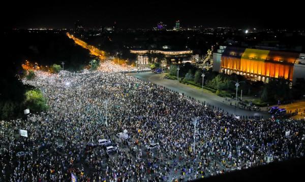 За втори път: Румънците срещу правителството си