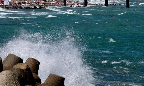 Три деца изчезнаха във водите при Дуранкулак. Морето – бурно!