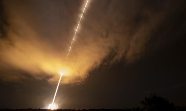 """Историческо: Изстреляха сондата, която ще """"докосне"""" Слънцето"""