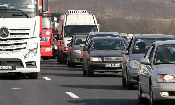 КАТ гледа: Засилени проверки по основните пътища в страната