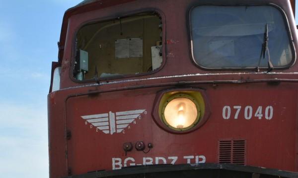 Бързият влак от Видин премаза кола, жена загина на място
