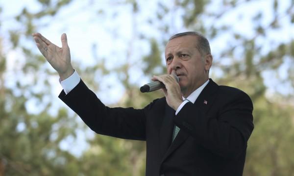 Ердоган съзря заговор заради спада на турската лира