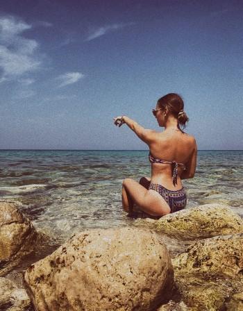 Мишето пръска чар из Гърция. Като истинска русалка!