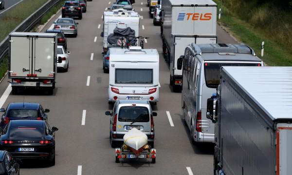 Толерантни на пътя! Какво трябва да вземем от шофьорите на Запад