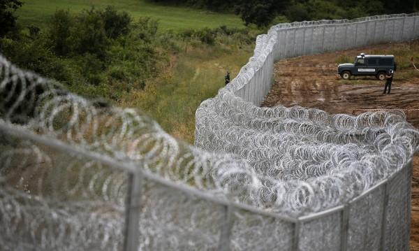Оградата ги спира! 14 хил. мигранти хванала Турция до границата ни