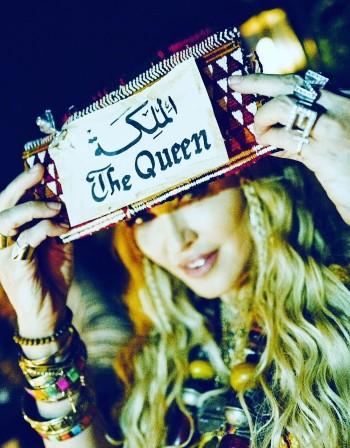 Мадона в Медина за ЧРД. Накупи си берберски бижута!