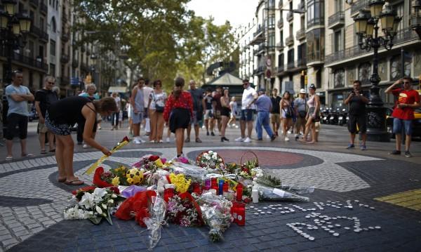 Памет за жертвите: 1 г. от терористичните актове в Каталуния
