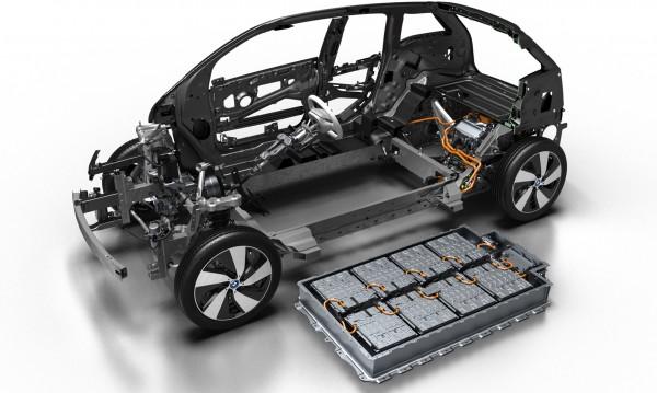 Нов хит сред автоджамбазите: Обезкостени е-мобили заради батериите