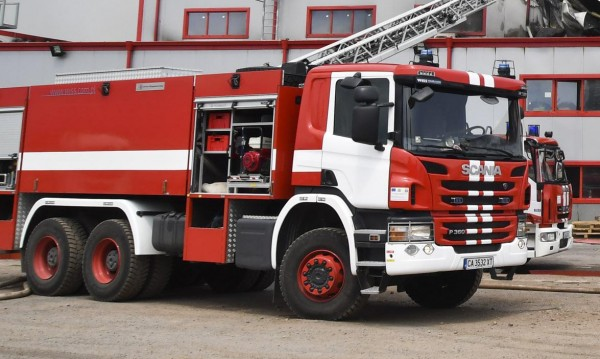 Пожарна пропадна в дере, един огнеборец загина на място