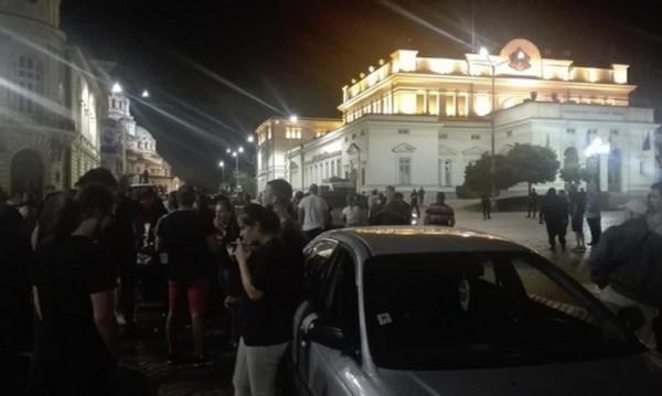 """Десетки шофьори на среднощен протест заради фалита на """"Олимпик"""""""