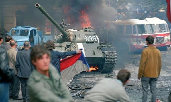 Август 1968 г., Прага: Видях как танковете прегазиха мечтите