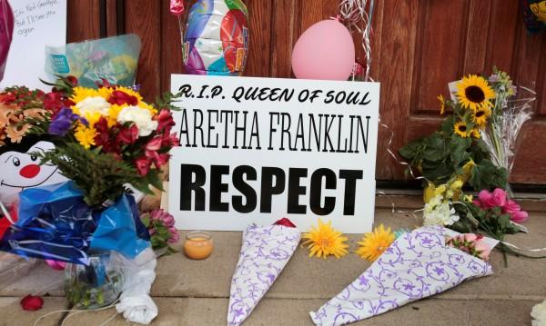 Канят Обама на погребението на Арета Франклин