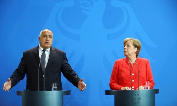 Меркел притисна Борисов: Върнете си бежанците! Той пак отказа