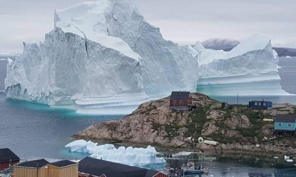 Учените ужасени! Най-дебелият лед в Арктика се пропука!