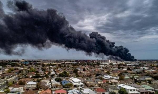 Огнена опасност: Пожар в химически завод в Мелбърн