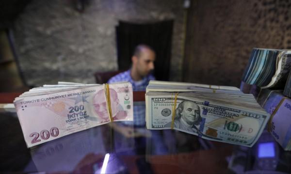 Турция повишава данъка върху депозитите в чужда валута