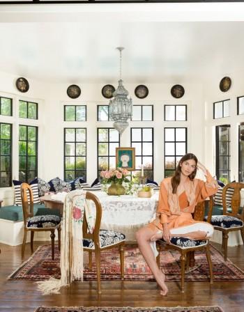 """""""Ангелът"""" Лили Олдридж показа дома си, стил от 30-те!"""
