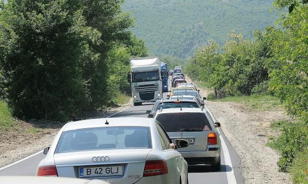 Опашка от коли на Кулата, трафик към Гърция