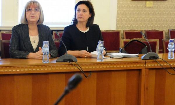 Ще бъде ли тройката с гарнитура? Търсят посолства за Цачева и Бъчварова?