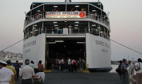 Ни напред, ни назад... Фериботите блокираха хиляди българи в Гърция